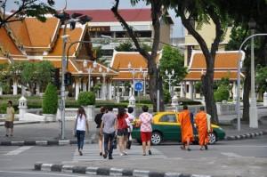 Des moines dans la rue