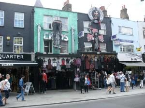 Une rue du quartier de Camden Town, réputé pour ses marchés, son ambiance, sa culture alternative (punk, gothique...). C'est dans ce quartier qu'habitait Amy Winehouse.