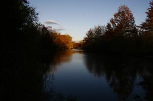 Plainsboro Pond sous les couleurs de l'automne. Il y a beaucoup de végétation et de petites étendues d'eau dans notre région. A chaque saison, ça donne de magnifiques tableaux naturels :)