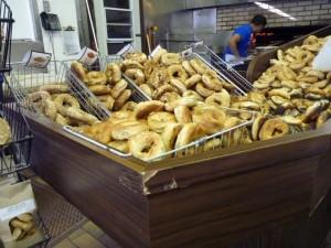 Les Bagels Saint-Viateur - les meilleurs bagels de la ville selon moi -, Quartier du Mile End à Montréal