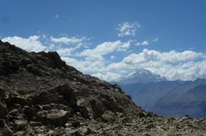 Une vue sur l'aconcagua le plus haut sommet des Amériques