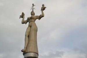 La statue Imperia : une courtisane qui tient dans ses mains le roi et le pape
