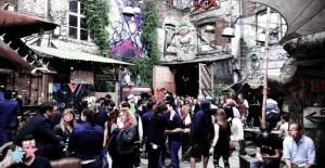 Une discothèque berlinoise connue appelée le Katerholzig
