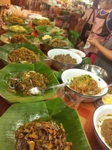 Plats préparés dans un marché à Chiang Mai