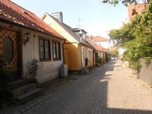 Petite rue d'Halmstad avec des petites maisons en bois