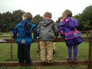 Les triplés pour qui j'étais jeunne fille au pair en arrivant à Londres, à la ferme de Hackney.