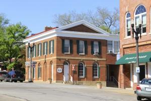 La première banque dévalisée par Jesse James, le fameux bandits : c'est à Liberty au Missouri : un petit village non loin de la maison de famille de ce bandit de grand chemin