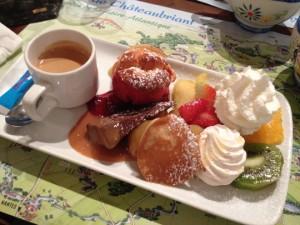 Dessert français typique - le café gourmand !