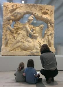 Un atelier pour enfants au nouveau musée du Louvre-Lens