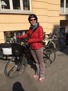Delphine et son vélo. Le vélo, un indispensable pour qui s'installe au Danemark.