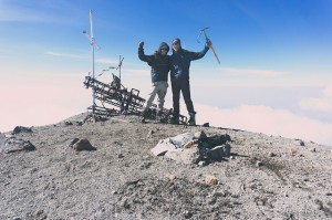 Geoffrey en haut du Pico de Orizaba (5700m) avec Guillaume son nouveau camarade d'aventure Québécois